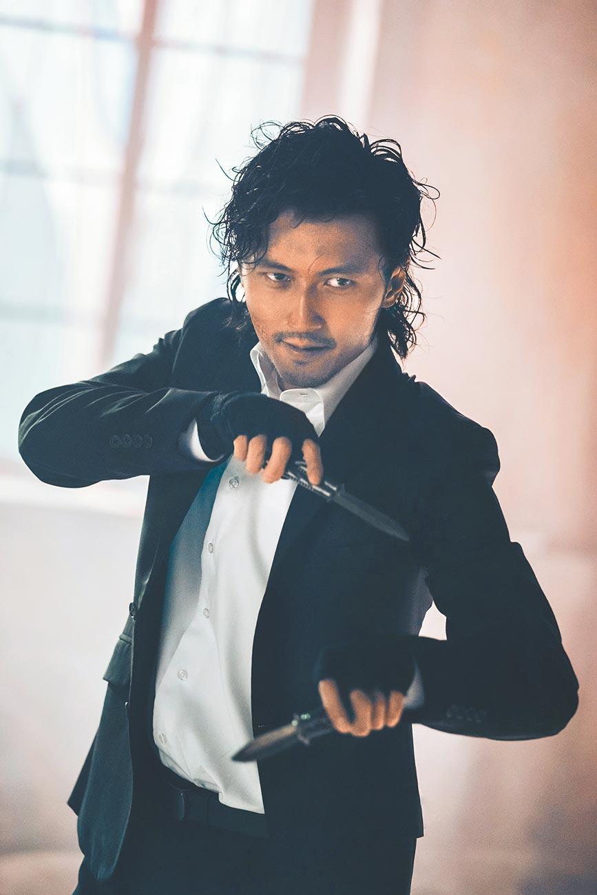 謝霆鋒在《怒火》中帥氣耍蝴蝶刀。